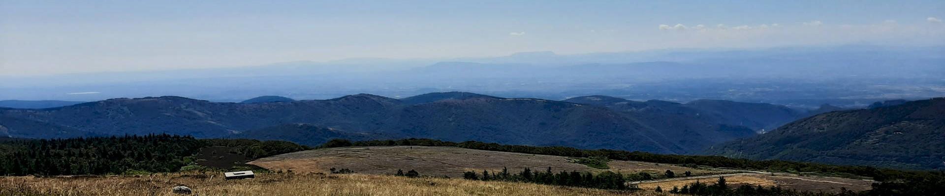 Panorama du Pic de Nore en direction des Pyrénées