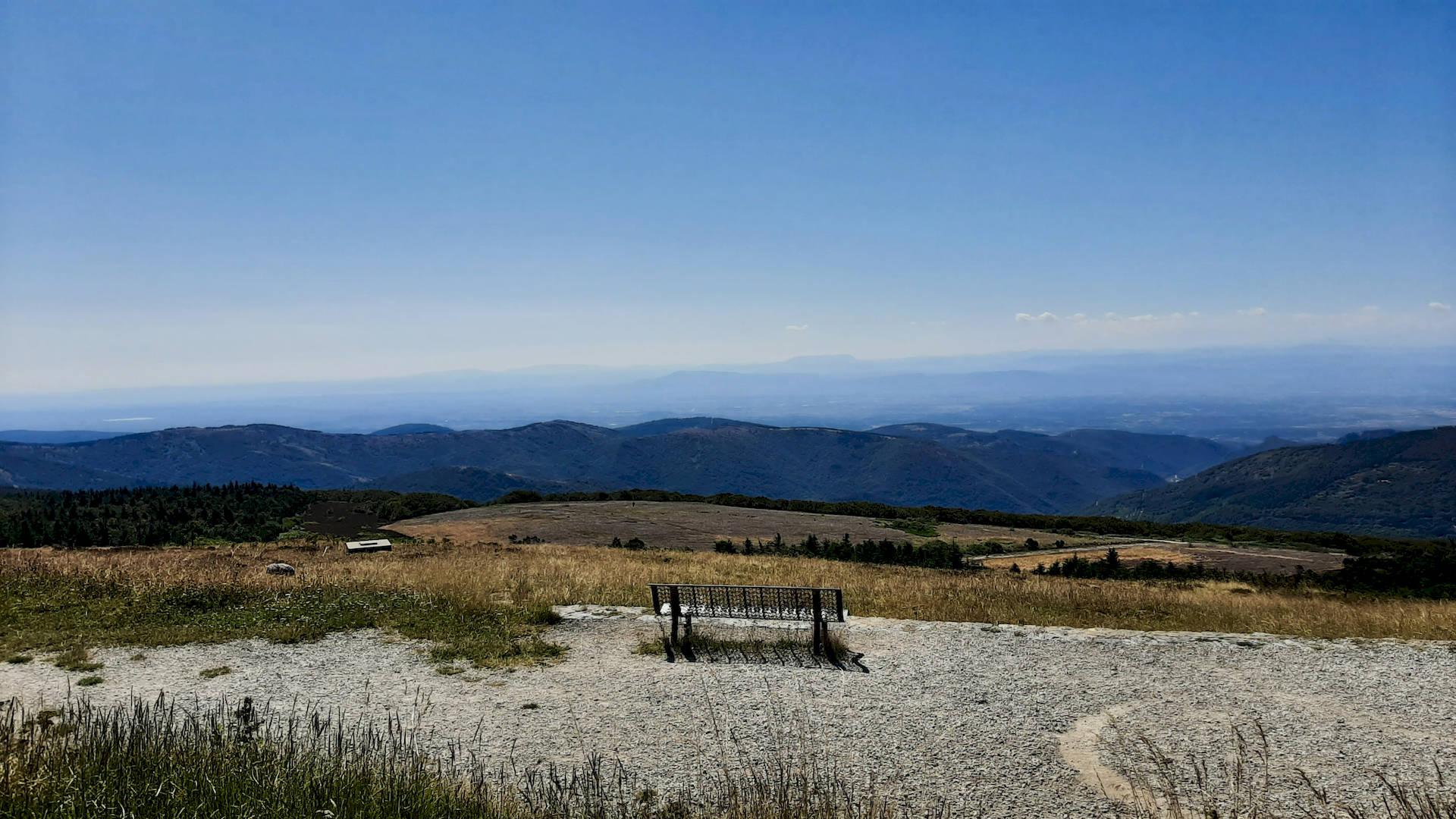 Vue du sommet de la Montagne Noire vers les Pyrénées